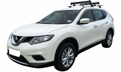 4WD Nissan X-Trail including Ski Rack and Chains